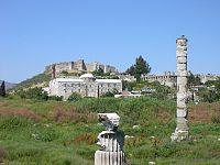 معبد آرتمیس در نزدیکی افسوس، امروزه چیز زیادی به جز چند ستون از این معبد باقی نماندهاست