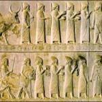 عدم وجود کُرنش ، خشم ، بردگی ، برهنگی و … در نگاره های بریده شده بر سنگ های تخت جمشید